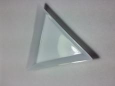 Лоточек для камней треугольный