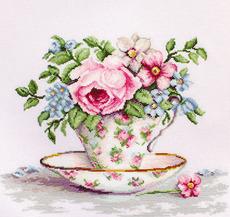 B2321 Цветы в чайной чашке Набор для вышивания крестиком